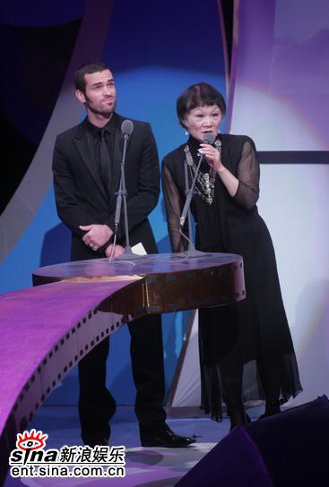 图文:金马奖颁奖典礼-MichelleKrusiec领奖