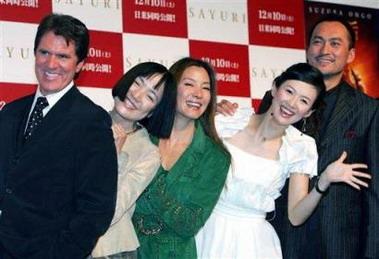 图文:《艺伎》东京首映--章子怡笑得东倒西歪