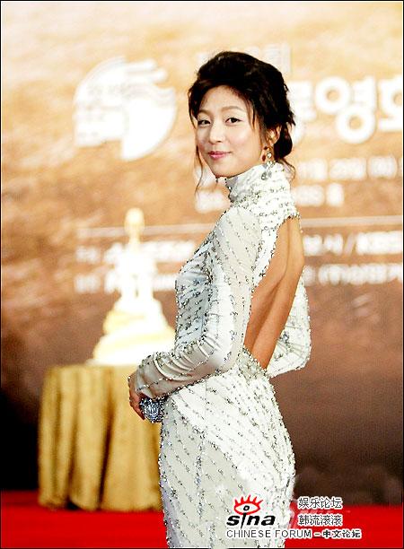 图文:青龙电影奖性感女星--张真英姿态优雅
