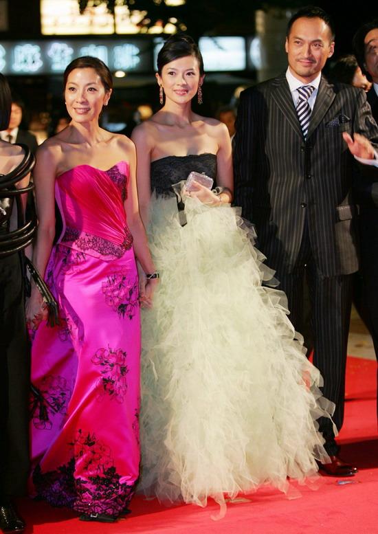 图文:《艺伎》日本首映红地毯--两位美女和渡边谦