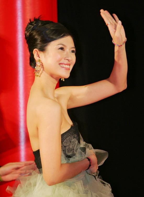 图文:《艺伎》日本首映红地毯--章子怡的明星风范