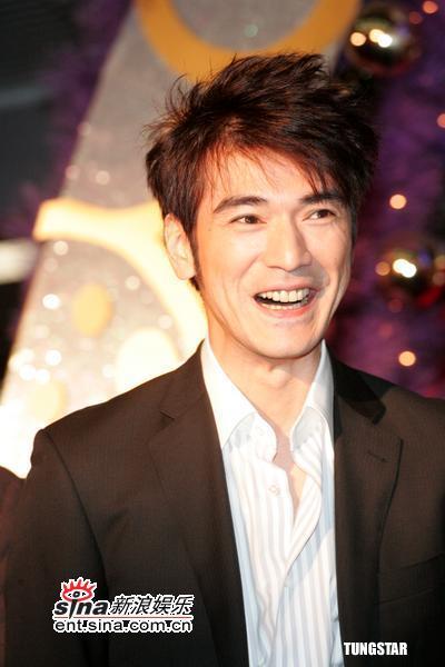 图文:《如果・爱》香港首映--金城武笑得开心