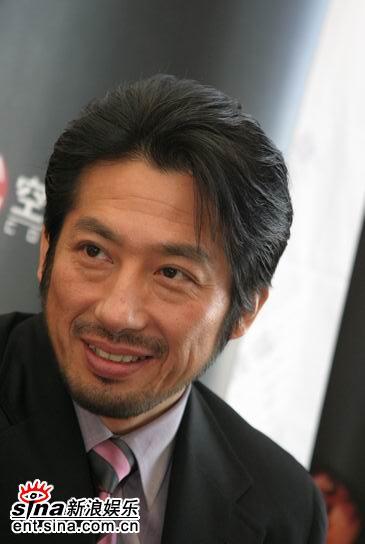 图文:真田广之做客新浪聊《无极》--日本绅士