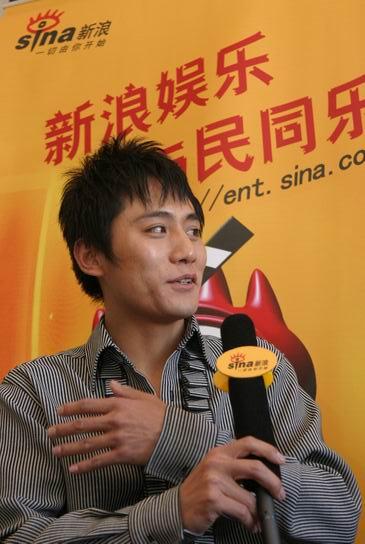 图文:刘烨做客新浪聊《无极》-刘烨面带微笑