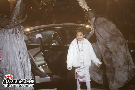 图文:《无极》全球首映-小倾城一身白装