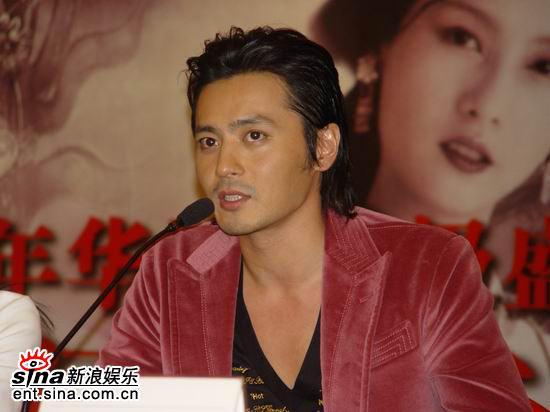 图文:《无极》上海宣传-张东健在发布会上