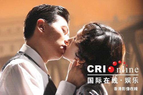 图文:《上海伦巴》剧照--夏雨袁泉激情热吻