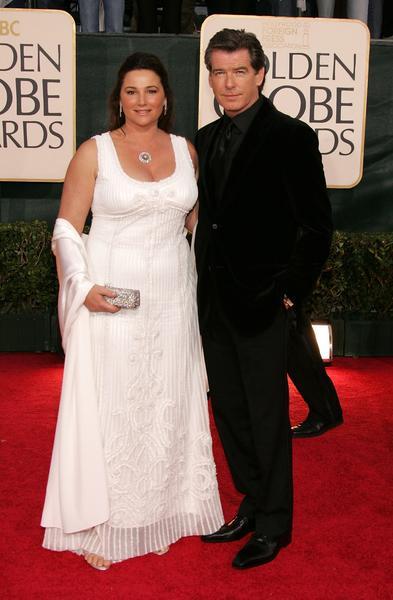 图文:皮尔斯-布鲁斯南携妻子亲密亮相红地毯