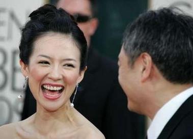 图文:章子怡和导演李安相视大笑表情开心