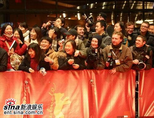 图文:《无极》欧洲首映礼举行--影迷热烈欢迎