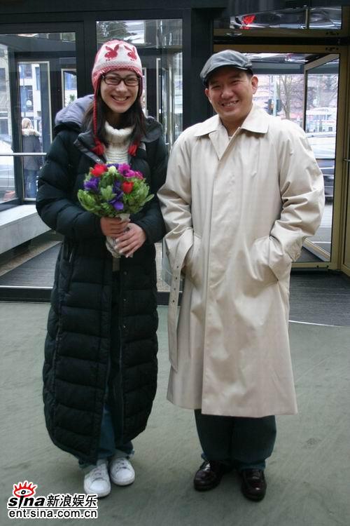 图文:杜汶泽梁洛施抵达柏林--俩人乐开了花