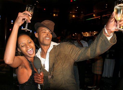 图文:《黑帮暴徒》主创酒会狂欢举杯畅饮