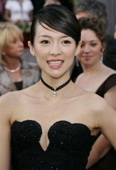 图文:中国女演员章子怡作为颁奖嘉宾亮相红毯