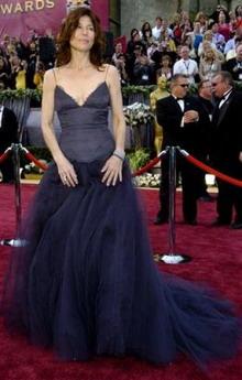 图文:最佳女配角提名凯瑟琳-基纳身穿紫色纱裙