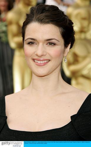 图文:获最佳女配角提名的蕾切尔-薇兹笑容甜美