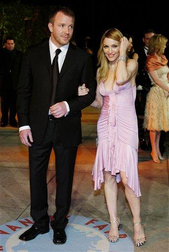 图文:奥斯卡庆功派对麦当娜和丈夫盖-里奇现身