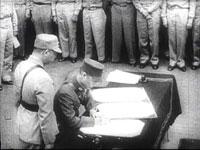 图文:《东京审判》背景资料--日本投降签字