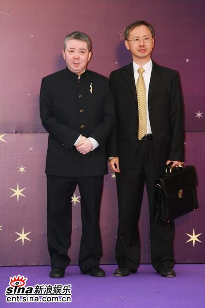 图文:香港电影金像奖红地毯-文隽与嘉宾合影