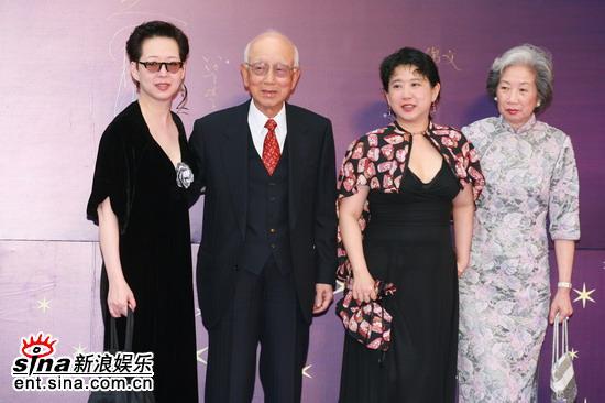 图文:嘉禾影业公司创始人邹文怀等嘉宾合影
