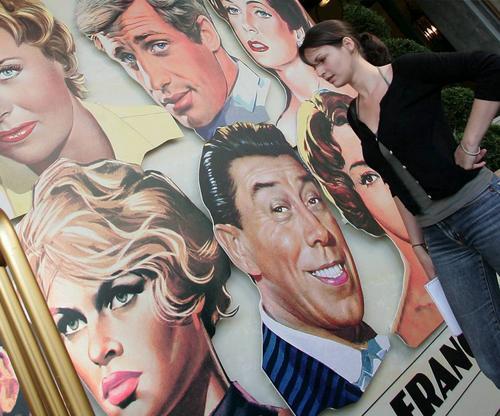 图文:戛纳电影节即将举行-著名法国演员被用漫画上