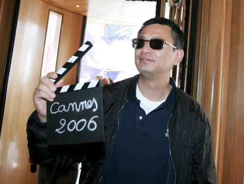 图文:戛纳电影节即将举行-王家卫手拿拍板亮相