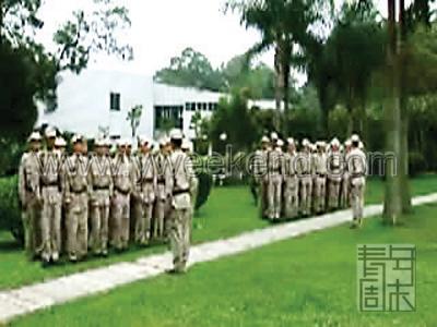 图文:《鸟笼山剿匪记》剧照-士兵在训练