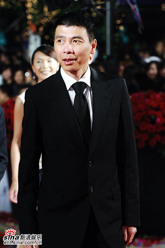 图文:第九届上海电影节开幕式-冯小刚西装革履