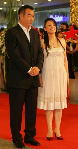 图文:上海电影节闭幕红地毯-陈凯歌陈红亲密亮相