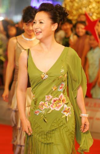 图文:上海电影节闭幕红地毯-主持人袁鸣