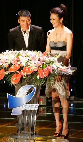 图文:上海电影节闭幕-冯小刚、关之琳担任嘉宾