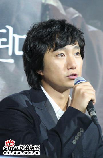 图文:韩国恐怖片《�r》举行首映会--朴海日