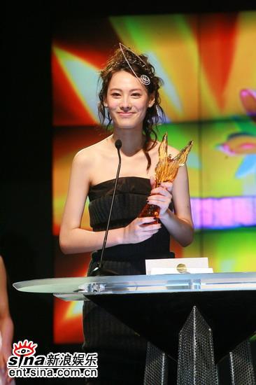 图文:梁洛施凭借《伊莎贝拉》获最佳新演员奖