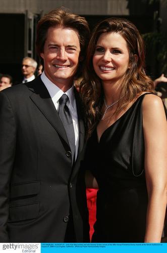 图文:演员卡尔-麦克拉赫伦和妻子亲密亮相红毯