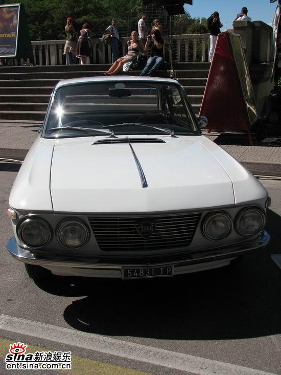 图文:威尼斯影展大会用老爷车亮相--白色款式