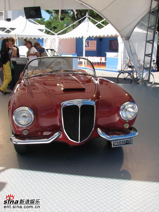 图文:威尼斯影展大会用老爷车亮相--可爱款式