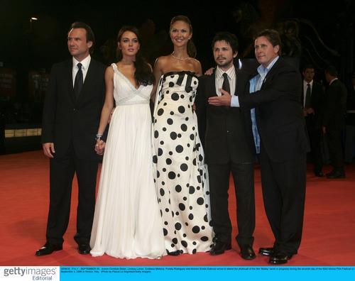 图文:《鲍比》威尼斯首映--主创人员合影