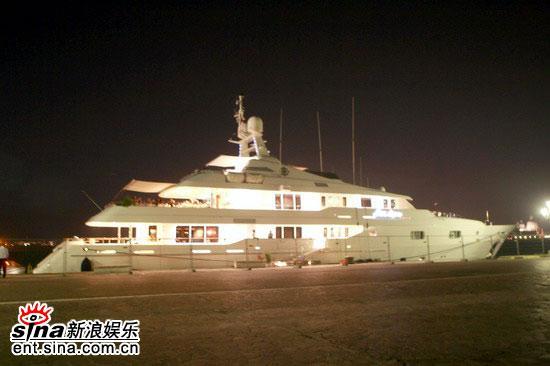 图文:《放逐》主创游艇上狂欢--林建岳私人游艇