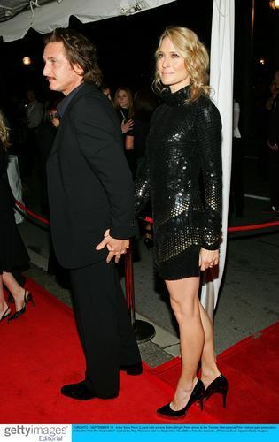 图文:《潘神的迷宫》多伦多首映--携手踏红毯