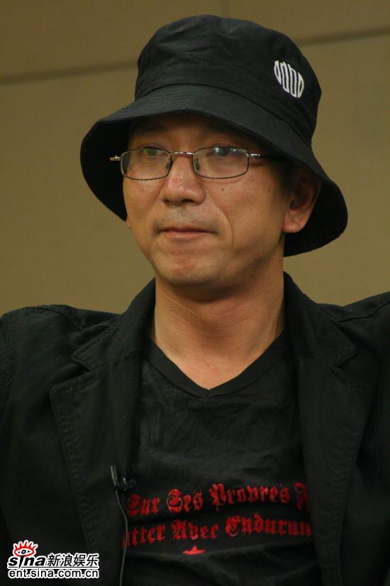 图文:《卧虎》主创新浪聊天--斯文王光利