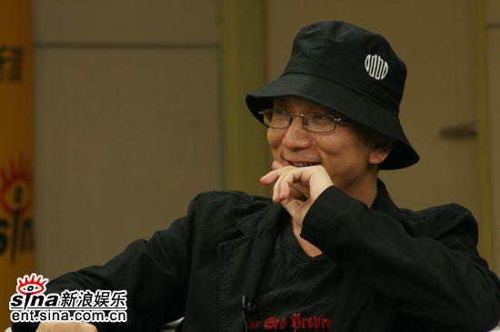 图文:《卧虎》主创新浪聊天--王光利导演派头