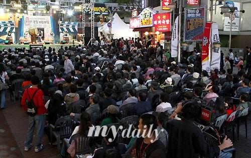 图文:釜山电影节前夜祭开幕--人潮涌动