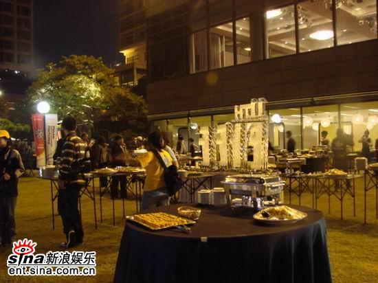 图文:第11届釜山电影节开幕--露天酒会井然有序