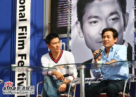 图文:刘德华釜山见面会-两人合作了《墨攻》