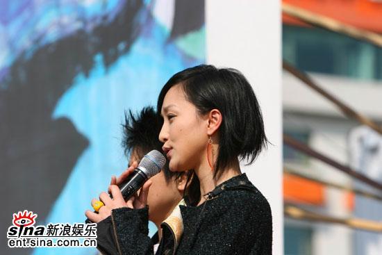 图文:《明明》釜山观众见面会--周迅现场讲话
