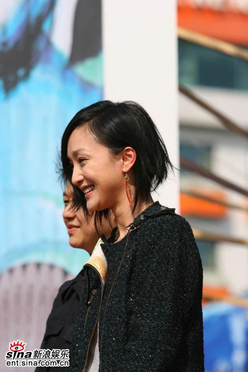 图文:《明明》釜山观众见面会--侧脸迷人