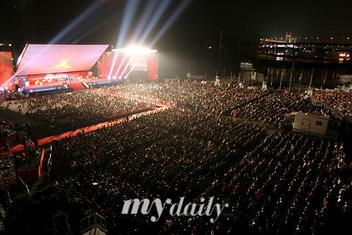 图文:第11届釜山电影节闭幕--现场人满为患