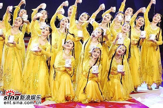 图文:15届金鸡百花电影节开幕--维吾尔族歌舞