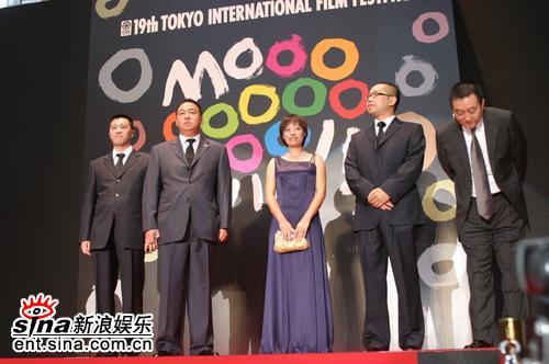 图文:东京电影节闭幕--《考试》剧组亮相闭幕颁奖礼