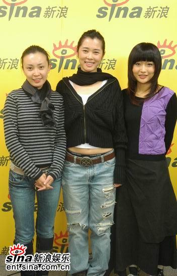 图文:《左右》主创做客新浪--三位女主角合影