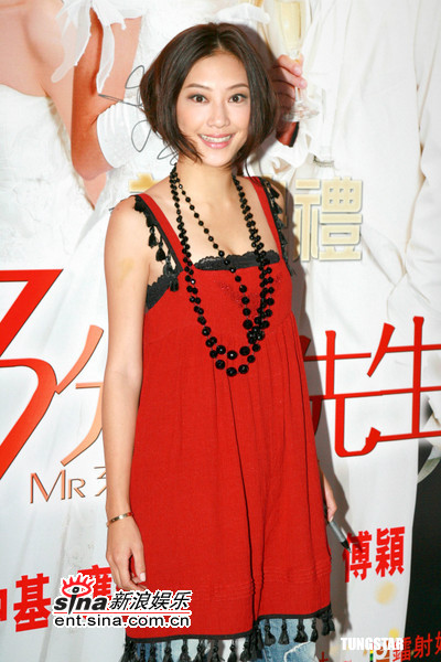 图文:《三分钟先生》香港首映-应采儿光彩照人